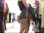 Skjult kamera i en offentlig butik og et perfekt røv