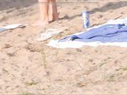 Nudister filmes ved stranden